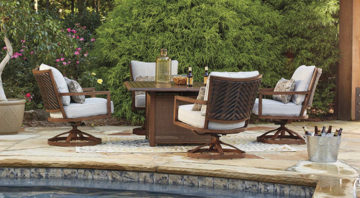 Zoranne Outdoor Collection
