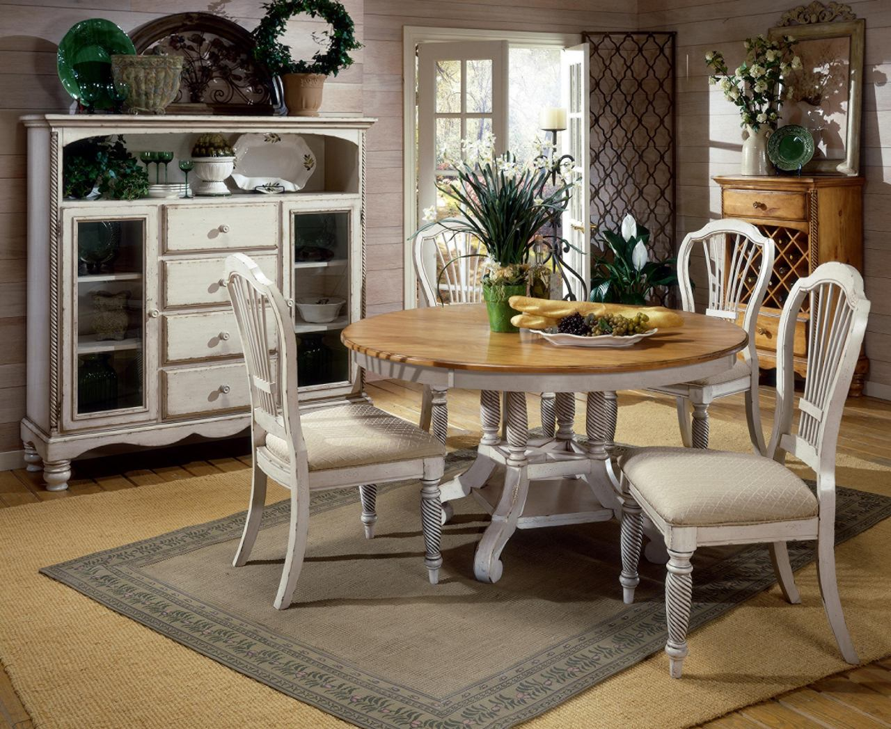 Hillsdale Wilshire 5 Piece Round Dining Set in Antique White